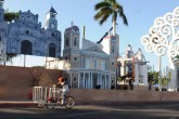 Inician a montar altares en avenida de Bolivar a Chávez