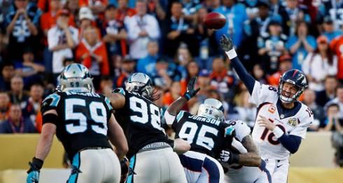 Payton Manning ha tenido un juego difícil, pero los Broncos van arriba. LA PRENSA/EFE