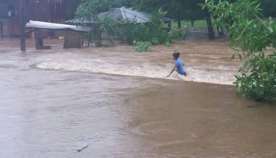 En zonas del Caribe Sur como Puerto Principe, las lluvias han generado crecidas de ríos e inundaciones. LA PRENSA/ J. DUARTE
