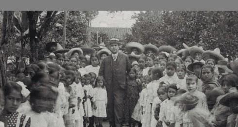 Rubén Darío en su histórica visita a Mexico. En el parque Carmen Romero Rubio de Díaz, en la comunidad rural de Teocelo, Jalapa, Veracruz.Foto/Radiocomver/facilitada por Emb.México.