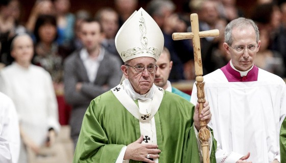 """La misa con prisioneros estuvo especialmente dedicada al """"jubileo"""" y se realizó en la Basílica de San Pedro. LA PRENSA/EFE"""