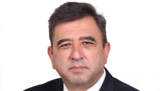 Carlos R, Flores.