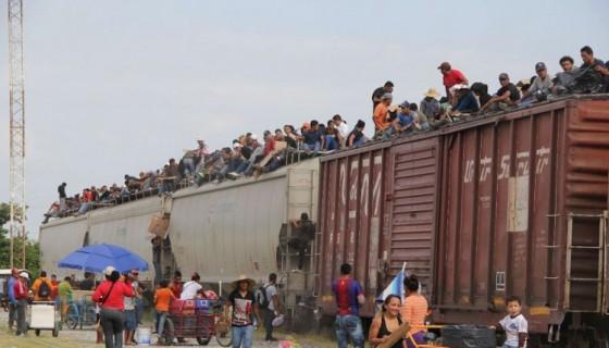 """Miles de migrantes centroamericanos del Triángulo Norte atraviesan México usando el tren llamado """"La Bestia"""", LA PRENSA/ARCHIVO"""