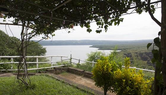 Paisaje desde la Estancia Victoriana hacia la laguna de Masaya. A la derecha se ve parte de lo que se conoce como piedra quemada. LA PRENSA/ URIEL MOLINA.