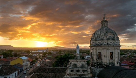 Vista oeste desde el campanario de la iglesia de La Merced, en Granada.
