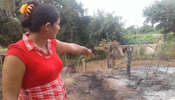 Cándida Rosa Aguilar Alvarado, de 25 años, ingresó a la vivienda en llamas y rescató a la bebé Maritza Nahúm Mairena Pérez, de 19 meses, de su cama incendiada. LA PRENSA /S. Martínez.