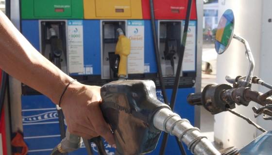 Bajan precios de combustibles. LAPRENSA/ARCHIVO