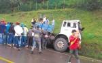 Un camión con sobrecarga de café que viajaba hacia Jinotega  tuvo desperfectos mecánicos y al perder el control embistió y aplastó a un ciudadano. El accidente ocurrió a ocho kilómetros de Jinotega en la comunidad Los Robles. LA PRENSA/S. RUIZ