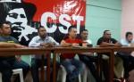 Roberto González junto a un grupo de sindicalistas denunció que les siguen negando certificaciones, así como el despido arbitrario de trabajadores y sindicalistas. LA PRENSA/E. ROMERO